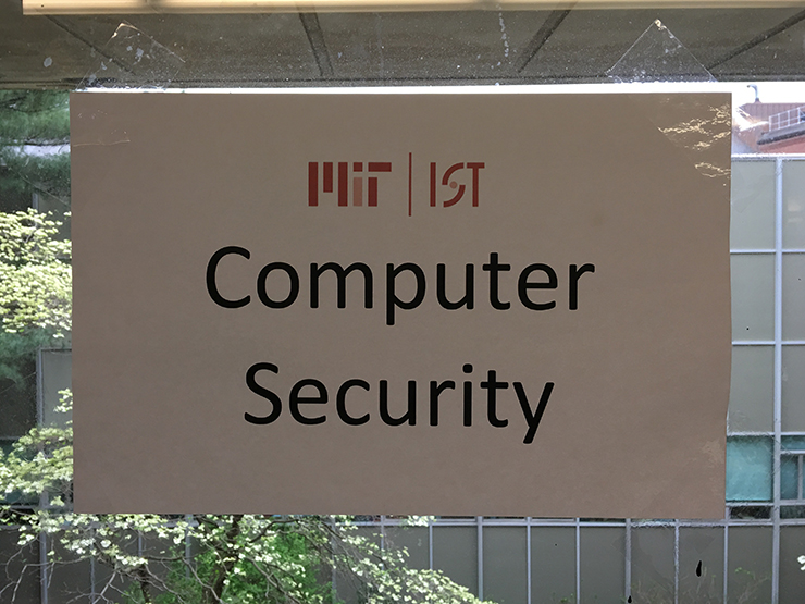 Sign with the words Computer Security